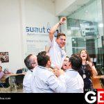 Jesús Valenzuela celebró junto a sus compañeros el ser acreedor de un auto 2017