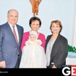 Armando Villarreal Ibarra, Rosalina Grijalva de Villarreal y Maru Velderrain de Cruz junto a su nietecita