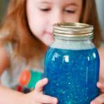 El frasco de la calma: en qué consiste y cómo puede ayudar a los niños a superar sus rabietas